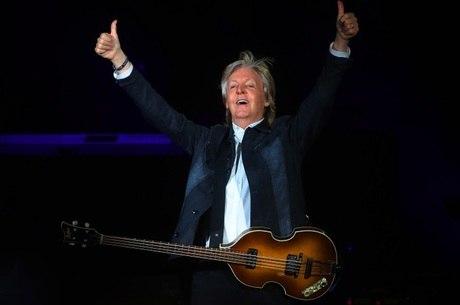 Uma das guitarras tinha o autógrafo de Paul McCartney