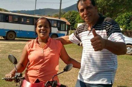 A bordo da moto 'Berenice', Paula buzinou e gritou a plenos pulmões para que todos corressem para cima do morro, para se proteger da avalanche de lama