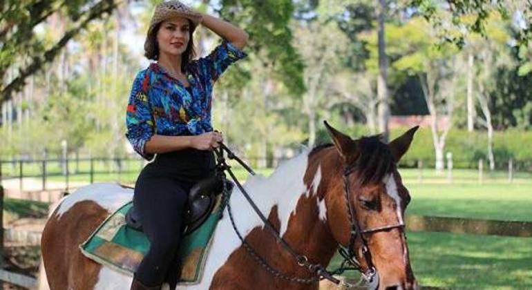 """Atriz Paula Barbosa preparando-se para o início das gravações de """"Pantanal"""""""