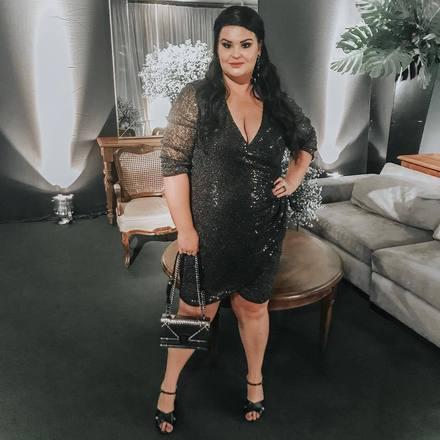 """Outra brasileira na nossa lista é a também blogueira Paula Bastos. Ela trabalha no projeto """"Grande Mulheres"""", um site que incentiva mulheres acima do peso a se aceitarem como são, além de mostrar uma moda possível para todos os biótipos"""