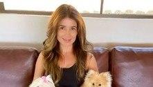 Paula Fernandes posa sem maquiagem com seus cachorros