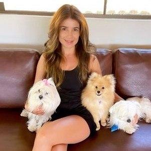 Paula Fernandes e seus cachorros