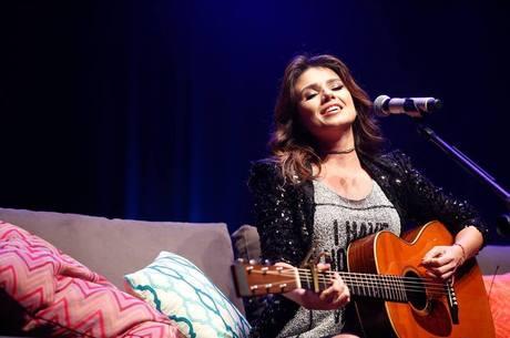 Em novo show, Jeans, cantora renova sucessos da carreira