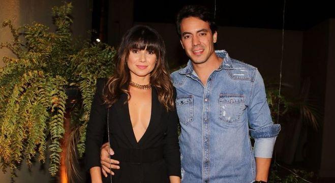 Paula Fernandes e empresário posaram juntinhos em festa de Rodrigo Faro