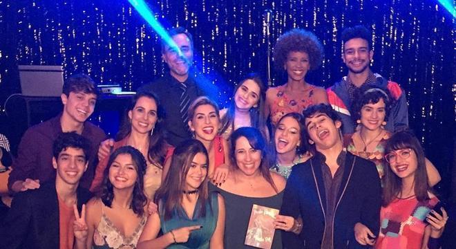Paula Pimenta anuncia fim das filmagens de Cinderela Pop