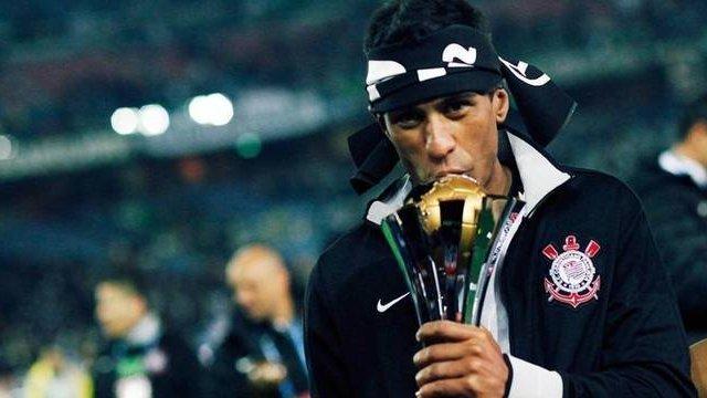 Paulinho foi campeão mundial pelo Corinthians. Sua volta é velho desejo