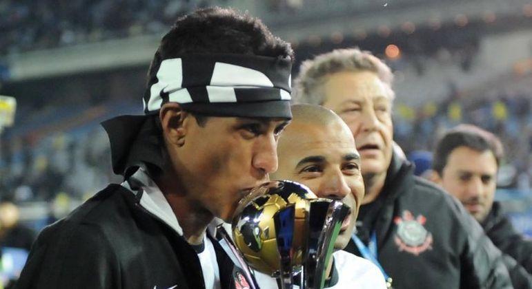 Paulinho foi campeão mundial com o Corinthians