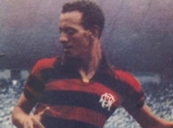 Paulinho: 23 gols em 1955 - O atacante fez parte do elenco Tri-Campeão Carioca de 1953/54/55 e foi o goleador máximo do último título.