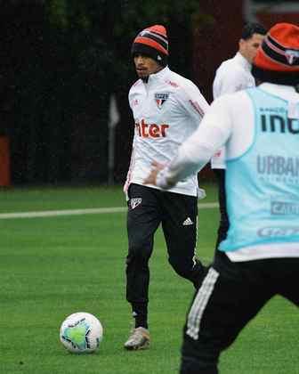 Paulinho Bóia sequer foi relacionado contra o Bahia por conta de uma gripe, mas esteve em campo nesta manhã, no CT.