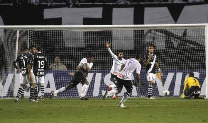 Paulinho - Corinthians 1 x 0 Vasco - 2012 - No jogo que ficou marcado pela defesa de Cássio cara a cara contra Diego Souza, outro herói apareceu. Após cobrança de escanteio Paulinho subiu e marcou o gol da vitória aos 42 minutos do segundo tempo, no Pacaembu, classificando o clube à semifinal da Libertadores.