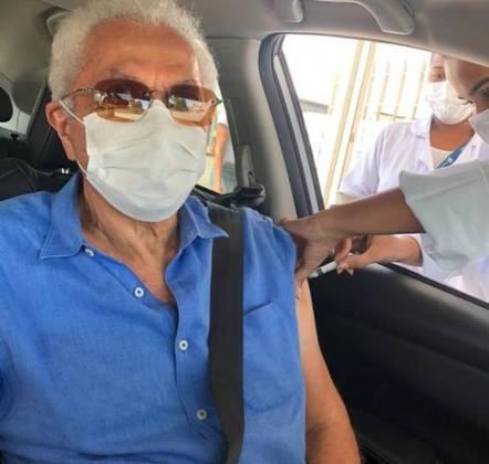 O cantor e compositor Paulinho da Viola foi vacinado contra acovid-19no dia 4 de março. O músico de 78 anos publicou no Twitter o registro do momento em que recebeu a dose do imunizante em um posto drive-thru, no Rio de Janeiro