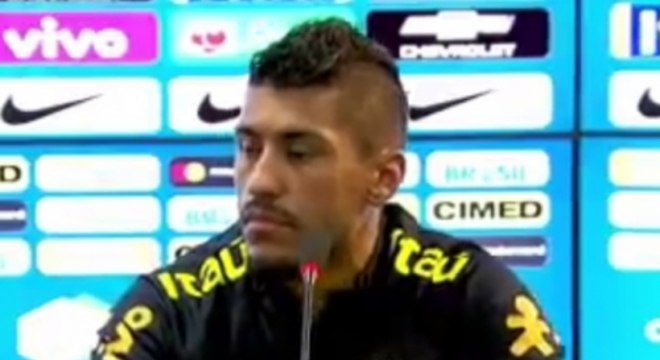 Paulinho em entrevista coletiva na Seleção Brasileira
