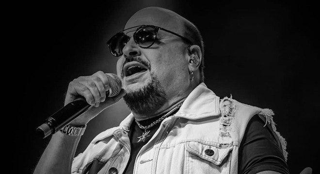 Paulinho, vocalista do Roupa Nova, morre aos 68 anos após contrair Covid-19