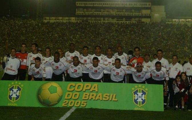 PAULISTA - Impossível não citar a final da Copa do Brasil de 2005, quando o Paulista de Jundiaí foi campeão em cima do Fluminense. Jogando em casa, o time do interior de São Paulo venceu por 2 a 0. Em São Januário, na volta, empate sem gols.