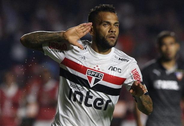 É de Daniel Alves também a maior média de passes decisivos por jogo: 3,4