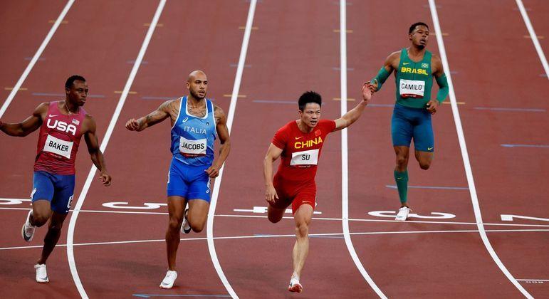 Fora da final: brasileiro (à dir.) ficou em último na sua série