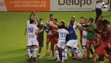 Paulo Baier invade campo e arruma briga no Catarinense; veja o vídeo