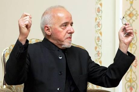 Paulo Coelho foi fichado como compositor