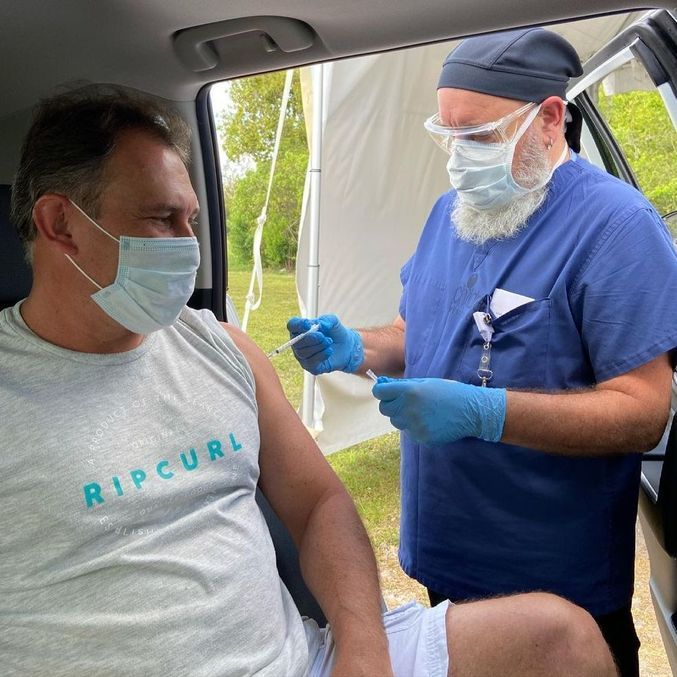Ator recebeu a vacina da Pfizer