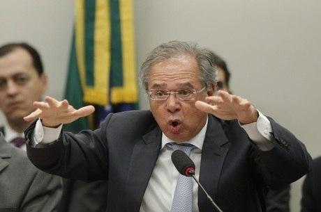 O ministro da Economia, Paulo Guedes, fala à comissão