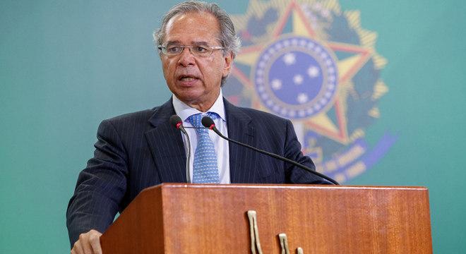 Guedes quer novo pacto federativo e controle do orçamento pelos políticos