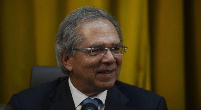 Após 'Fogo amigo', Guedes faz ofensiva por reformas