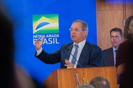 """Progresso é isso"", diz ministro Paulo Guedes"