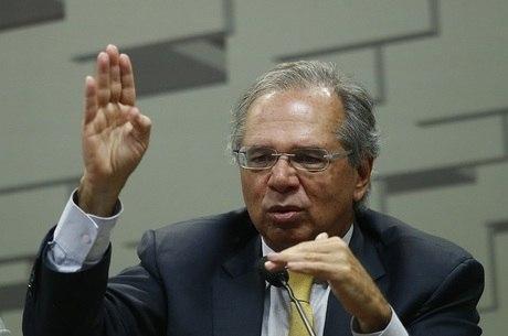 Parlamentares aguardam Guedes na Câmara