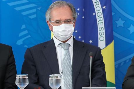 'Nenhum brasileiro vai ficar para trás', garante Guedes