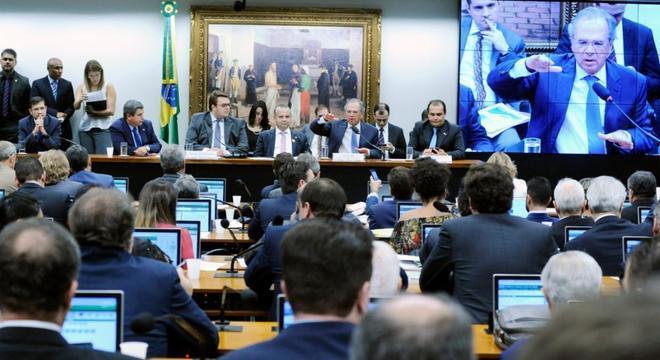 Ministro da Economia, Paulo Guedes, na CCJ da Câmara