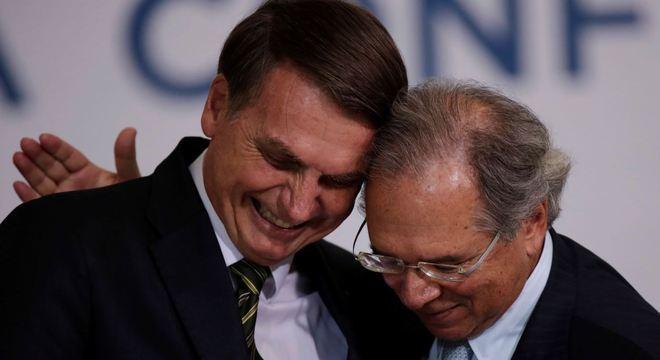 Presidente Jair Bolsonaro com ministro Paulo Guedes (Economia)