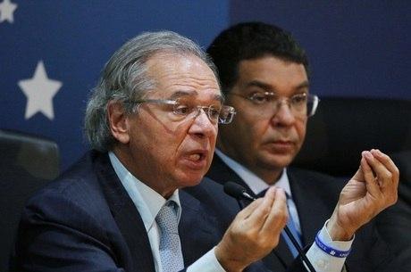 O ministro Paulo Guedes explica medidas do governo