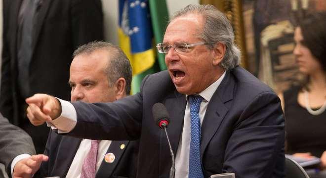 Houve início de bate-boca entre Guedes e parlamentares durante audiência na CCJ
