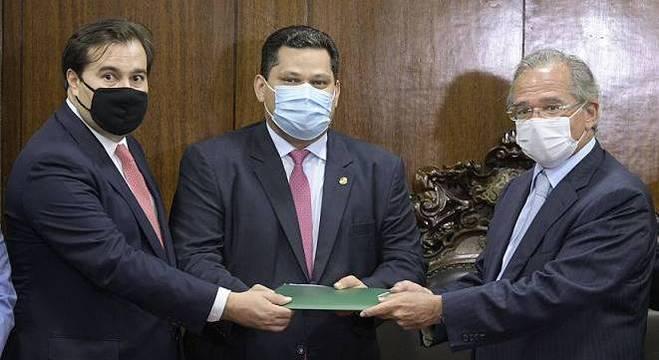 Paulo Guedes entrega primeira fase da proposta de reforma tributária