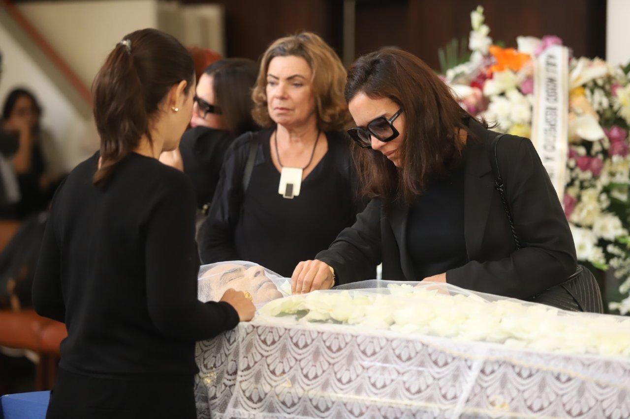 Resultado de imagem para fotos do enterro de paulo henrique amorim