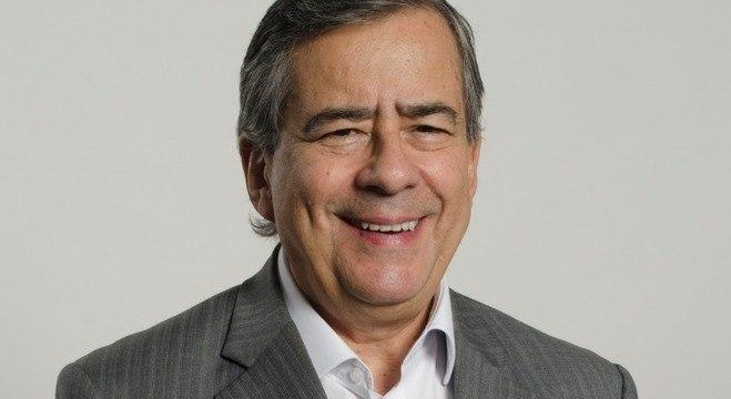 Fãs homenageiam Paulo Henrique Amorim