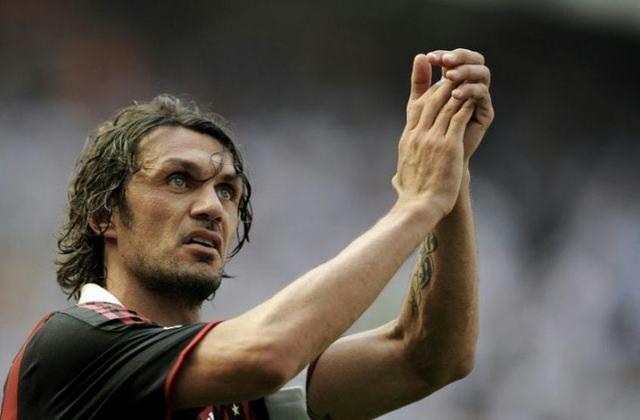 PAULO MALDINI- Um dos maiores ídolos do Milan, Maldini jogou até os 41 anos e ajudou o clube italiano em importantes conquistas, como a Champions de 2006-2007. É um dos melhores zagueiros da história da futebol