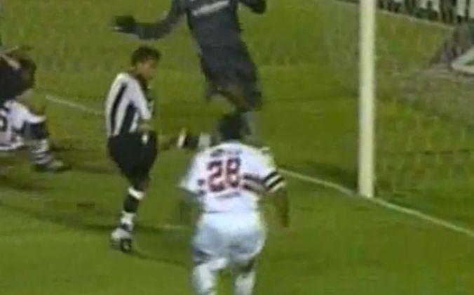 Paulo Matos - O atacante estreou marcando o único gol da vitória contra o Botafogo, no dia 19 de setembro de 2005, em partida válida pelo Brasileirão.