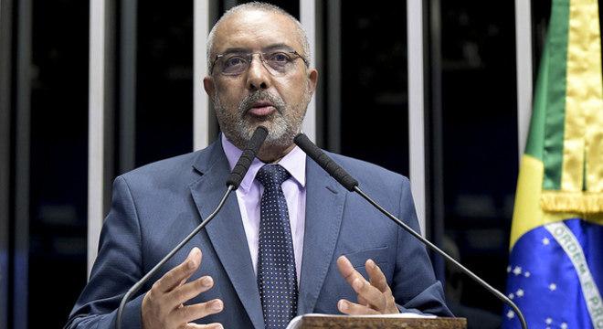 Senador Paulo Paim (PT-RS) é autor do projeto de lei que pede a isenção