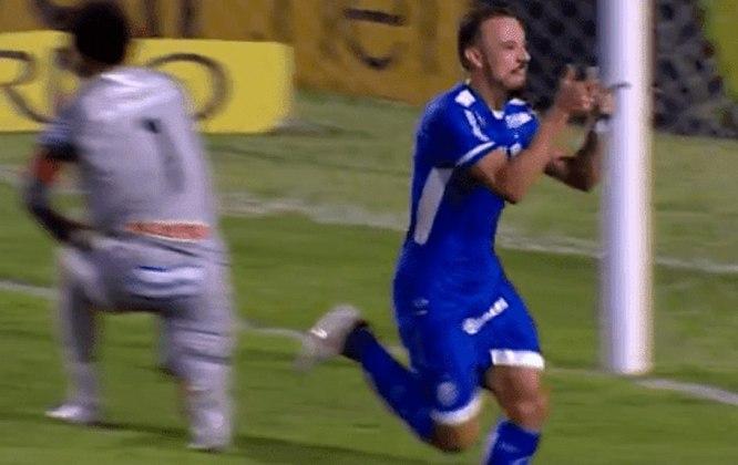 Paulo Sérgio marcou 10 gols com a camisa do CSA na Série B de 2020. Atualmente, ele defende a Ponte Preta.