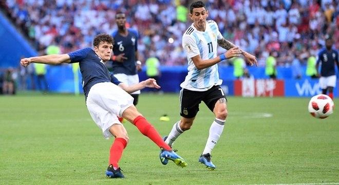 Pavard bate de voleio para empatar a partida contra a Argentina em 2 a 2