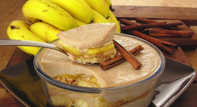 Pavê de banana com canela é prático, rápido e uma delícia! Experimente!