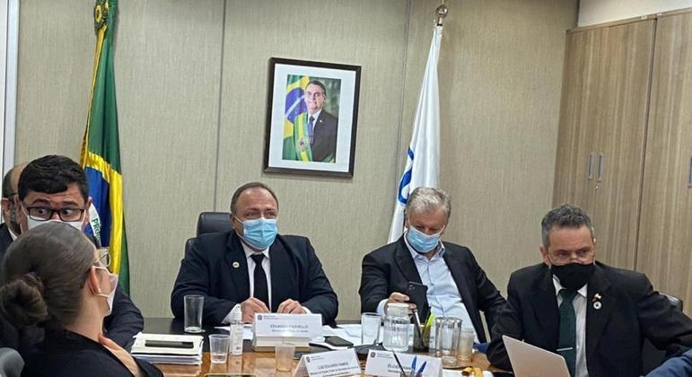 Governadores aprovam agenda de vacinas de Pazuello