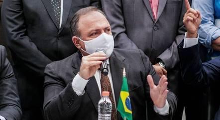 """Pazuello afirma que o único objetivo da pasta tem que ser salvar vidas e não """"fazer propaganda própria"""""""