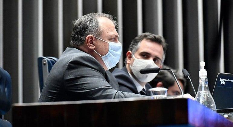 O ministro da Saúde, general Eduardo Pazuello, durante sessão no Senado nesta quinta-feira