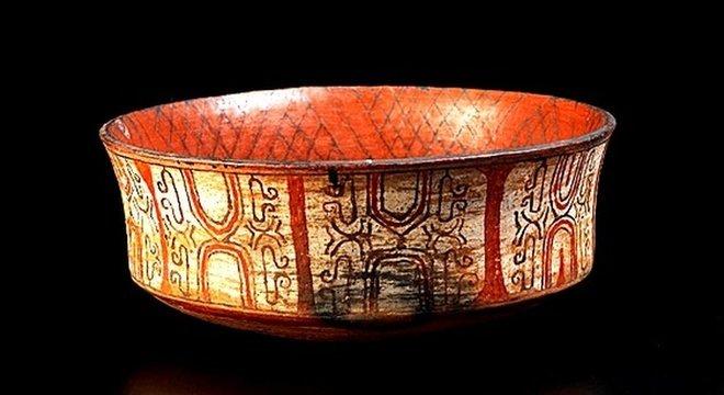 Peça de cerâmica Kadiwéu, do Mato Grosso do Sul, era uma das peças que estavam no Museu Nacional antes do incêndio