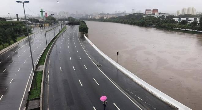 Enchente provoca queda de 19% nas vendas do varejo em São Paulo