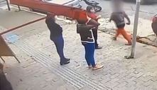 Mulher atira pedra em pedestre e assusta moradores da zona leste