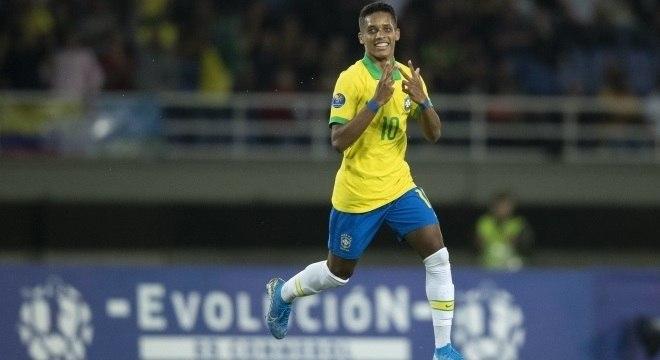Meia desfalcou Brasil contra Bolívia e o Paraguai, e volta para partida desta noite