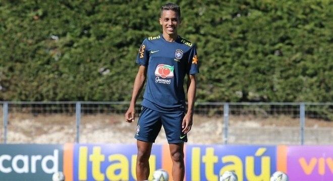 Jogador está junto com a seleção brasileira no torneio Pré-Olímpico